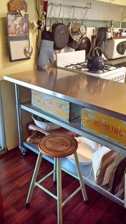 Cheeseboard stool