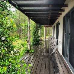 Little Monkerai Airbnb: Communal verandah