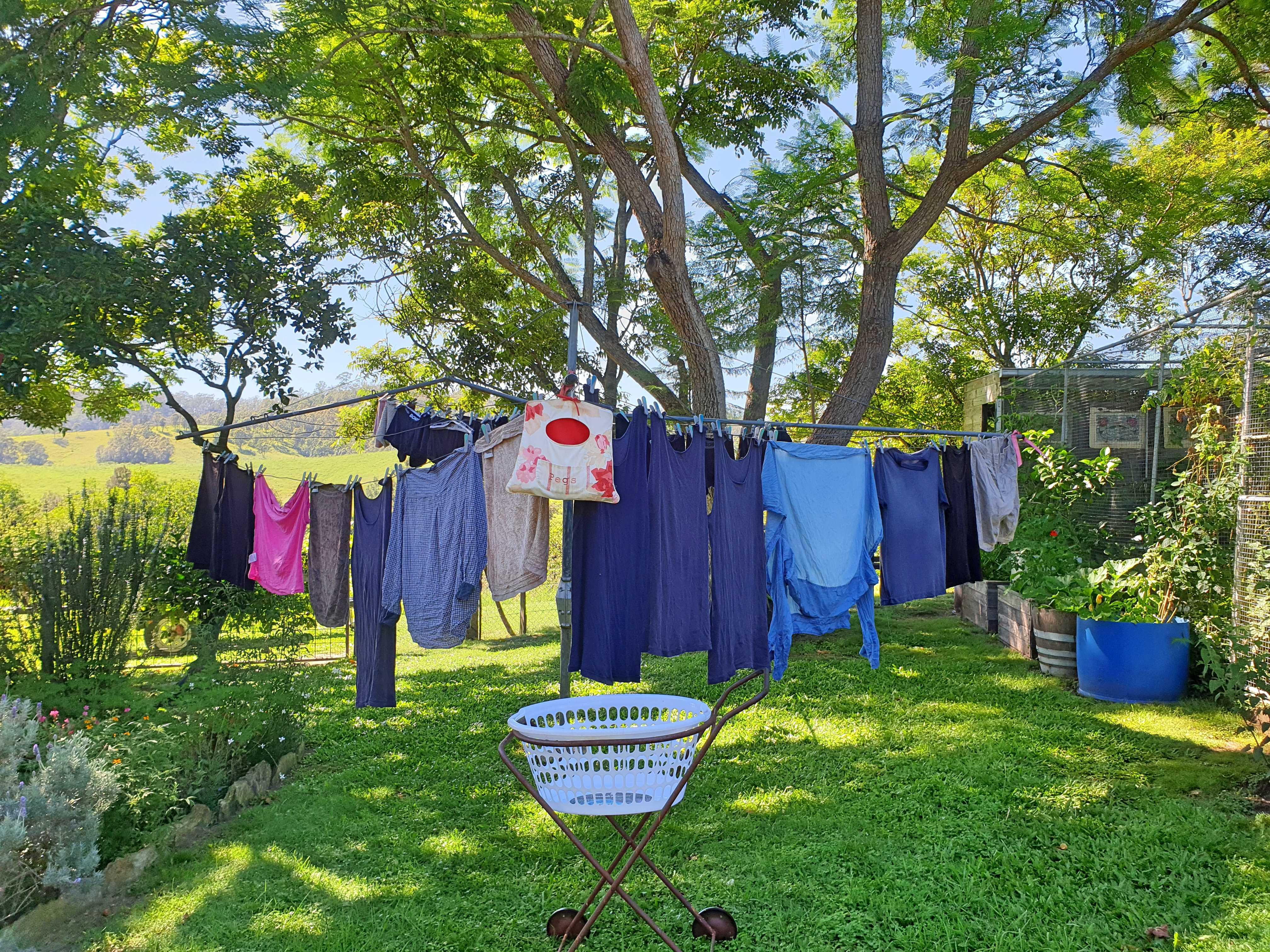 radical clothes drying apparatus